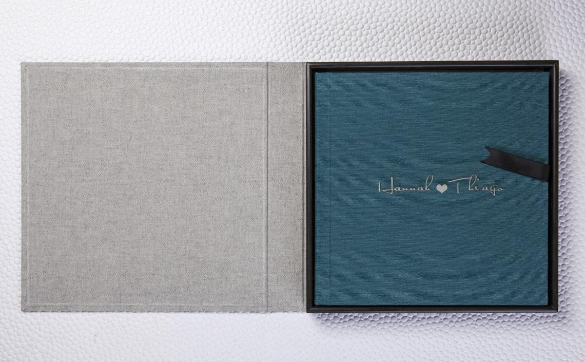 Fotolab Box Preto Ônix em Algodão Eco Cinza + Álbum Capa Tecido Sicília Verde Esmeralda