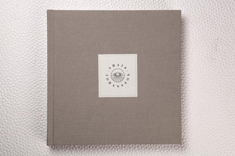 Capa Natura Cinza + Rótulo em Lonita Branco