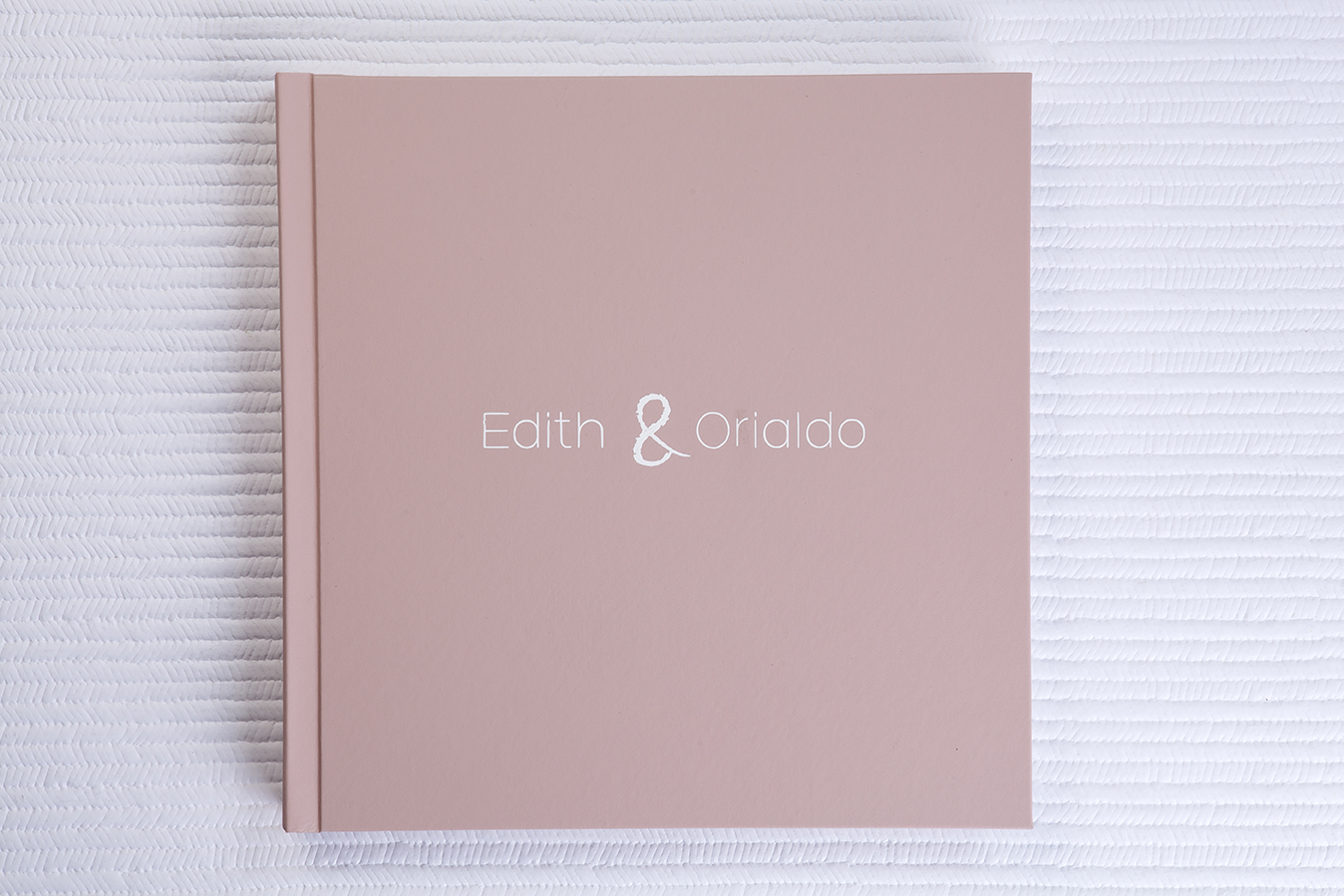 Capa Couro Family Rosê + Hot Print Branco + Verniz UV